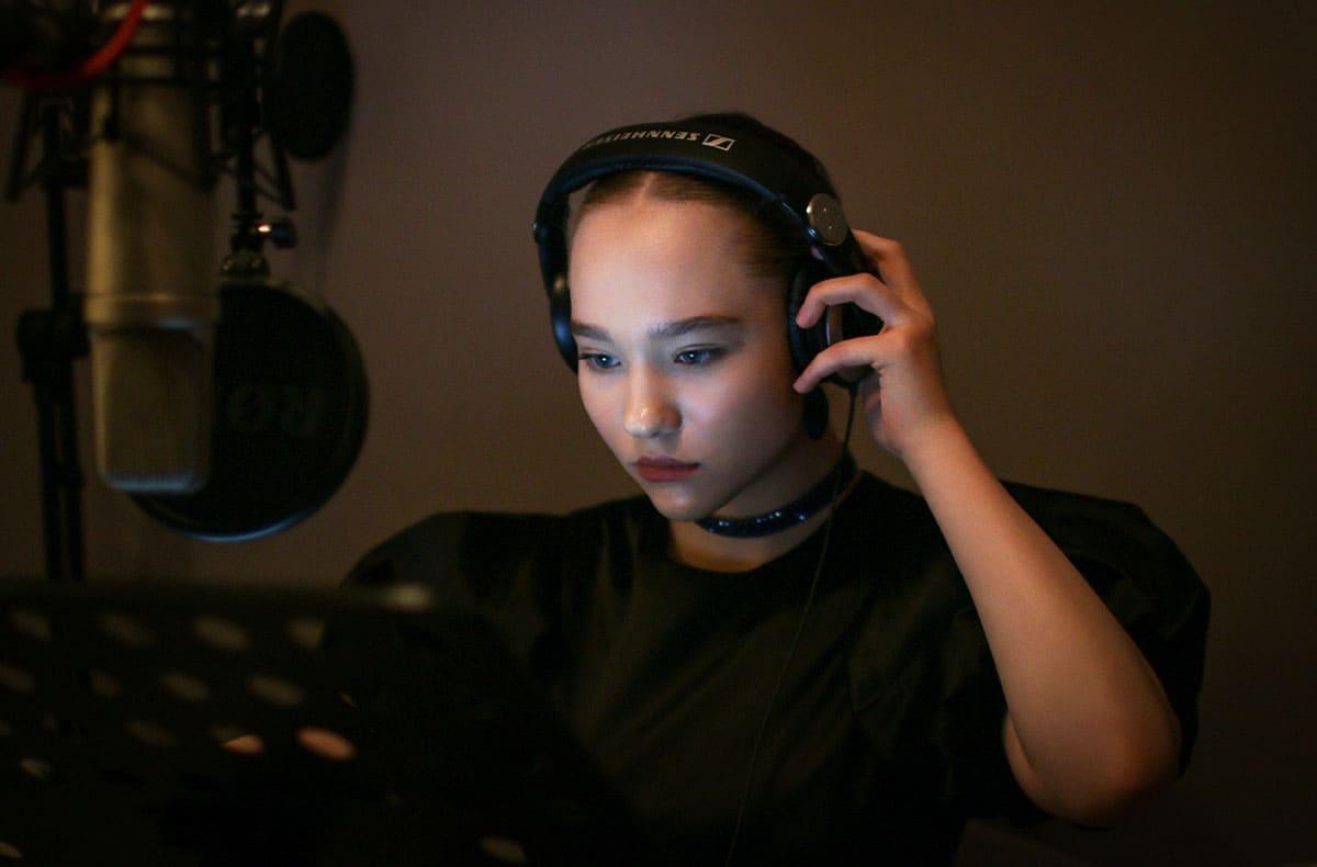 Саша Клёвая - Александра Киселёва - Девушка Online